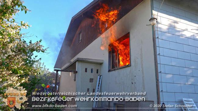 Bei Brand im Einfamilienhaus detoniert auch Munition!